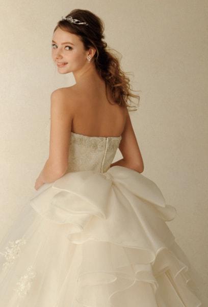 4fd261916a67a オフショルダーとバックリボンが自在にコーディネートできる、上品で愛らしいドレス