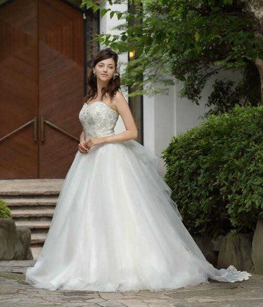 5853498b880a4 注目のチュール&バックリボンドレス ウエディングドレス編  公式 ...